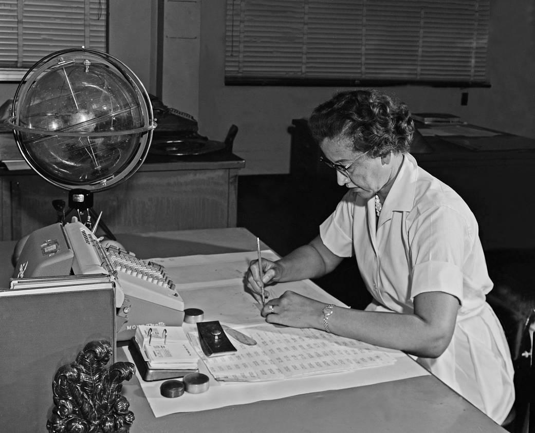 El trabajo de Katherine Johnson fue esencial para el logro que llevaría a Estados Unidos a la victoria en la carrera espacial con la Unión Soviética.