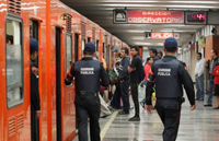 """Una de las medidas que se tomaron como parte del """"Programa salvemos vidas"""", fue colocar un mayor número de efectivos de seguridad en los andenes en los que se han registrado más casos."""