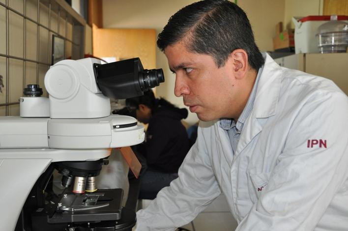 José Jorge Chanona Pérez, adscrito a la  Escuela Nacional de Ciencias Biológicas del IPN e integrante de la Academia Mexicana de Ciencias, trabaja en la producción de biopolímeros para la construcción de materiales biodegradables.