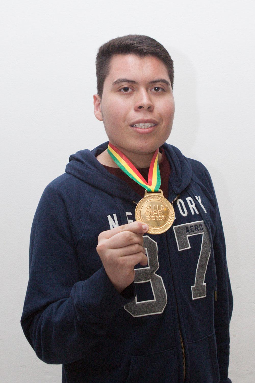 Adrián Guadalupe Rodríguez Villarreal, ganador de la medalla de oro, con el puntaje más alto de la XIII Olimpiada Iberoamericana de Biología.