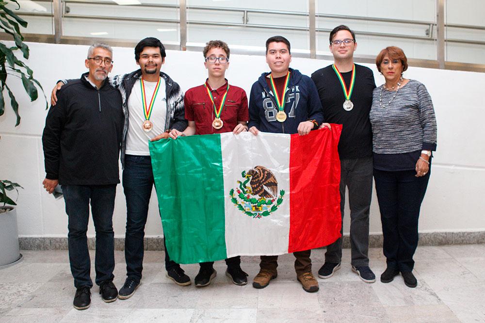 Miguel Ángel Palomino, Eduardo René Jiménez Castañeda (bronce), Samuel Ruiz Pérez (bronce), Adrián Guadalupe Rodríguez Villarreal (oro), Leonardo Uriel González Garza (plata) y Cristina Revilla Monsalve.