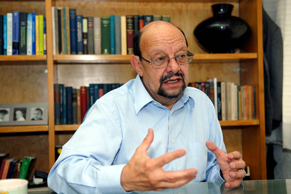 Jorge Flores Valdés fue un físico, catedrático, investigador y académico mexicano.