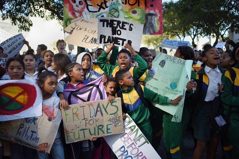 Manifestantes contra el cambio climático que se reunieron en Ciudad del Cabo, Sudáfrica.
