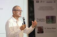 El doctor Adrian Bejan dictó la conferencia titulada Evolution as Physics.