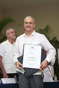 El científico estadounidense de la Universidad de Duke Adrian Bejan ingresó como nuevo miembro correspondiente de la Academia Mexicana de Ciencias.