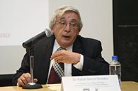 Doctor Rafael Barrio Paredes, investigador del Instituto de Física de la UNA.