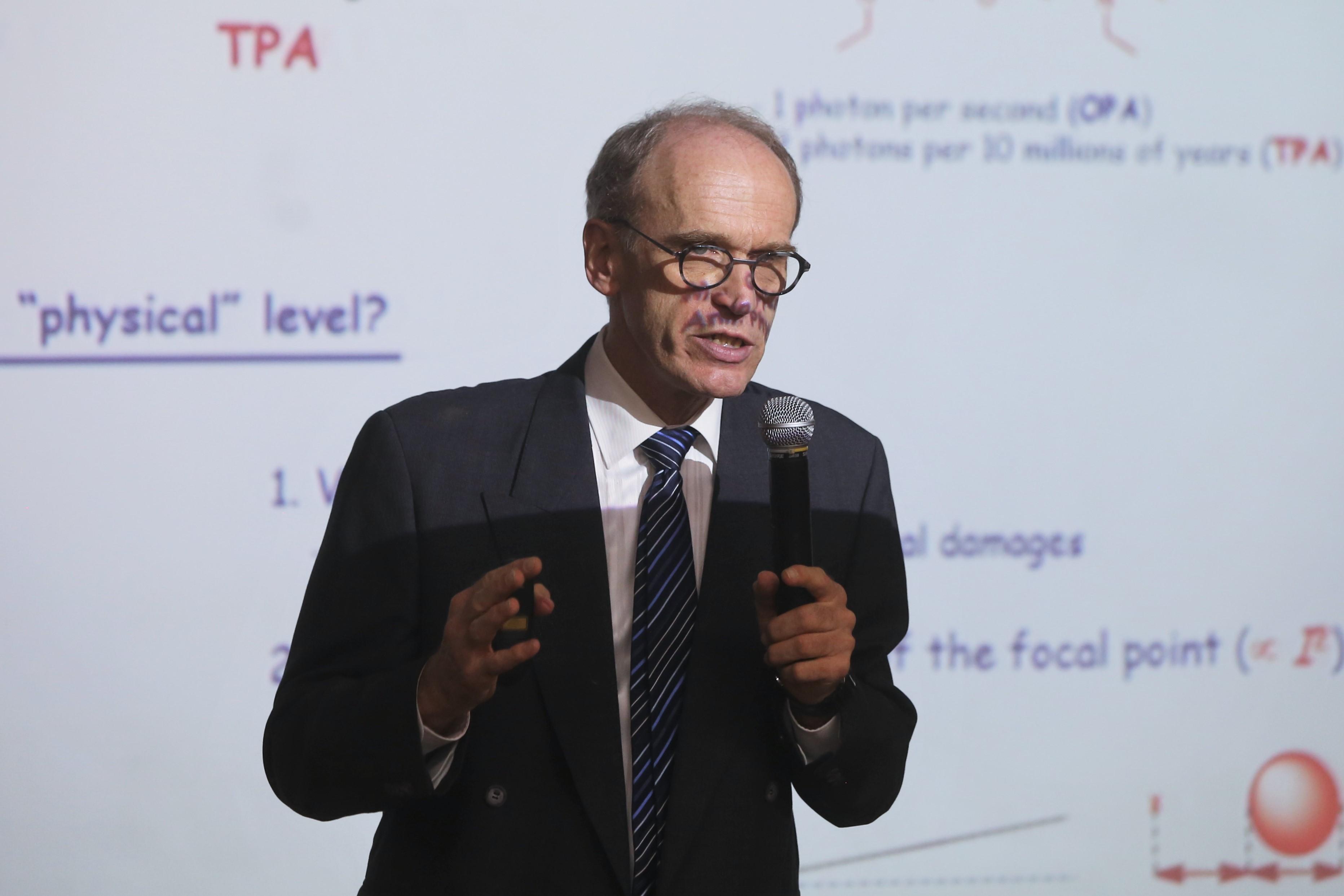 Pascal G. Lacroix, del Laboratorio de Química de Coordinación del Centro Nacional para la Investigación Científica de Francia.