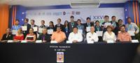 Ganadores de medallas e Integrantes del presidium en la ceremonia de clausura y premiación de la XXVII Olimpiada Nacional de Biología.
