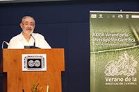 El director del Verano de la Investigación Científica de la UNAM, doctor Víctor Pérez-Abreu.