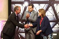 El secretario de Ciencia, Tercnología e Innovación, David García Junco Machado; el jefe de gobierno, José Ramón Amieva Gálvez y la ganadora del Premio Heberto Castillo 2018, Alicia Ziccardi Contigiani.