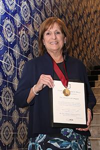 Alicia Ziccardi Contigiani, ganadora  del  Premio Heberto Castillo de la Ciudad de México 2017. Por una Ciudad ConCiencia.