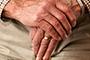 Las enfermedades neurodegenerativas son frecuentes en edades avanzadas y que se caracterizan por la pérdida neuronal y sináptica, además del depósito de agregados proteicos; son un grupo de trastornos heterogéneos en su fisiología y en su fenotipo clínico, pero con traslape en algunas de sus características, por lo que el diagnóstico diferencial no es fácil.