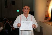 Carlos Buenfil, delegado de la Olimpiada Nacional de Biologia, recibió un reconocimiento por su labor para la realización de la XXVI ONB 2016.