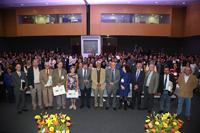 Integrantes del presidium, investigadores nacionales eméritos y jóvenes investigadores del programa Cátedras Conacyt, en el auditorio Galileo Galilei de la Academia Mexicana de Ciencias.