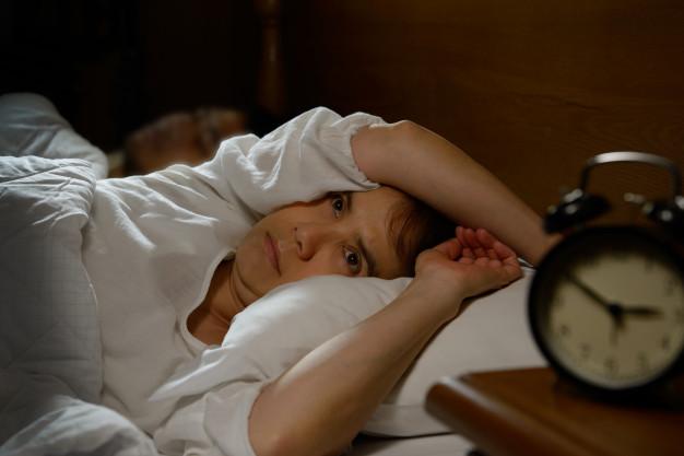 La restricción de sueño se acompaña, entre otras muchas manifestaciones, de cambios en el estado de ánimo que con gran frecuencia tornan al sujeto en una persona irritable.