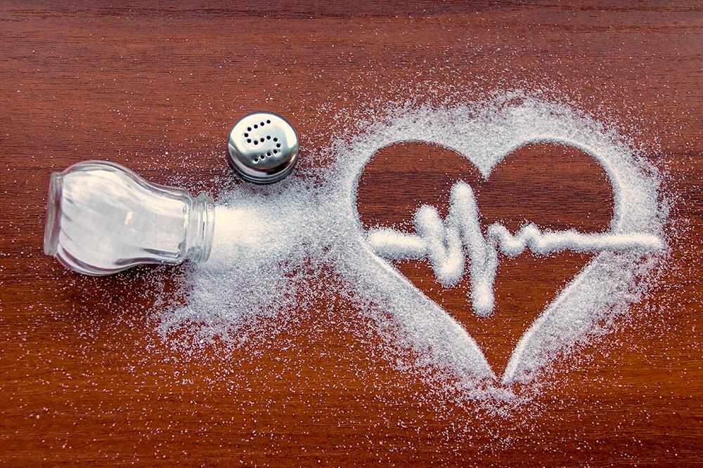 El consumo de sal en la población de todo el mundo es un problema, su alto consumo provoca hipertensión arterial, un factor de mortalidad.