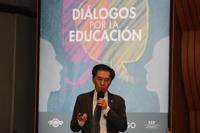 Doctor Jaime Urrutia en su participación en la mesa Educación y Ciencia, como parte del programa Diálogos por la Ciencia.