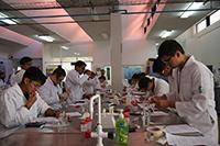 Los exámenes prácticos de la XXVIII Olimpiada Nacional de Química se llevaron a cabo en los laboratorios de la División de Ciencias Naturales y Exactas de la Universidad de Guanajuato y en los de la Escuela de Nivel Medio Superior de la UG.