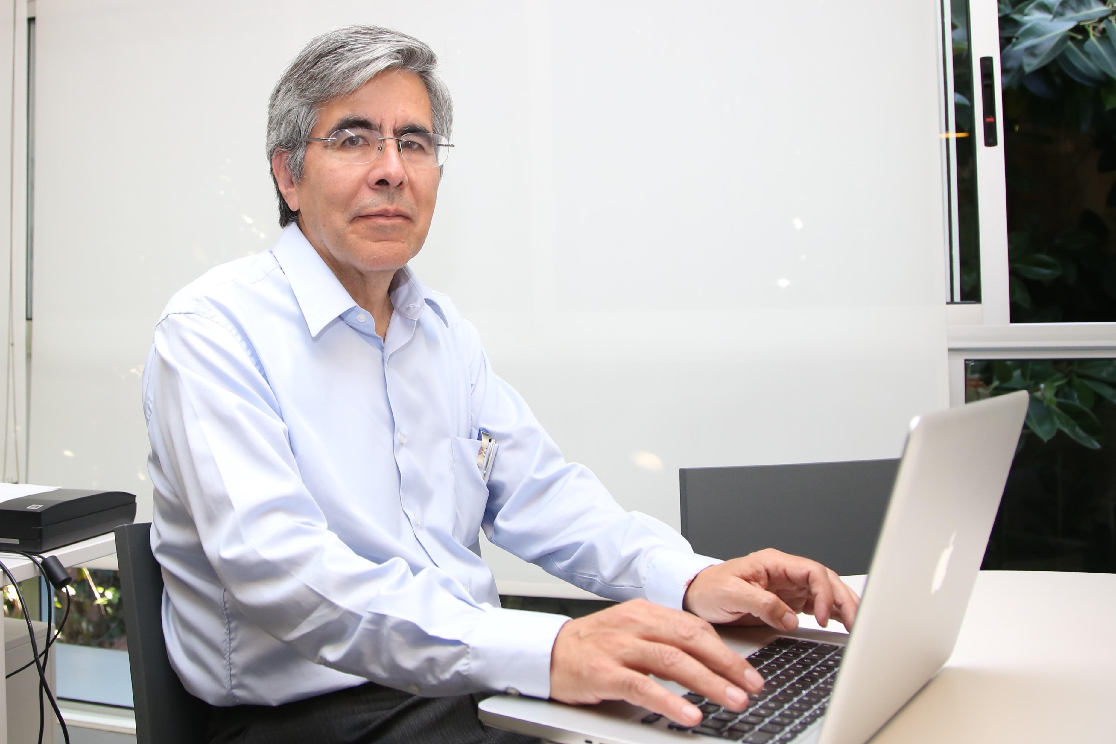 Dr. Raúl Rojas González.