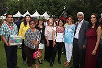 María del Rocío García Pérez, titular del SNDIF, y el presidente de la AMC, José Luis Morán, acompañados de algunos invitados especiales y talleristas participantes en el Complejo Cultural Los Pinos, durante la realización del Festival de los Derechos de la Niñez.