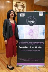 Doctora Oliva López Sánchez, integrante de la Academia Mexicana de Ciencias, ganadora en el 2009 del Premio de Investigación de la AMC en el área de humanidades.