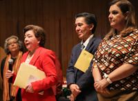 Doctor Jaime Urrutia Fucugauchi, presidente de la Academia Mexicana de Ciencias, durante la premiación del certamen?. A su derecha, la doctora Aurelia Vargas, presidenta de la Asociación Mexicana de Estudios Clásicos.