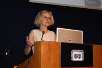 Nora Volkow, pionera en el uso de imagen cerebral a través de tomografía de positrones para investigar el efecto tóxico y propiedades adictivas del abuso de drogas, participó en Ciencia y Humanismo II, Reunión General de la AMC.