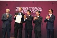 Doctor Stefan de Folter, del Laboratorio Nacional de Genómica para la Biodiversidad del Cinvestav, reconocido con el Premio de Investigación 2015 de la Academia Mexicana de Ciencias, en el área de ciencias naturales.