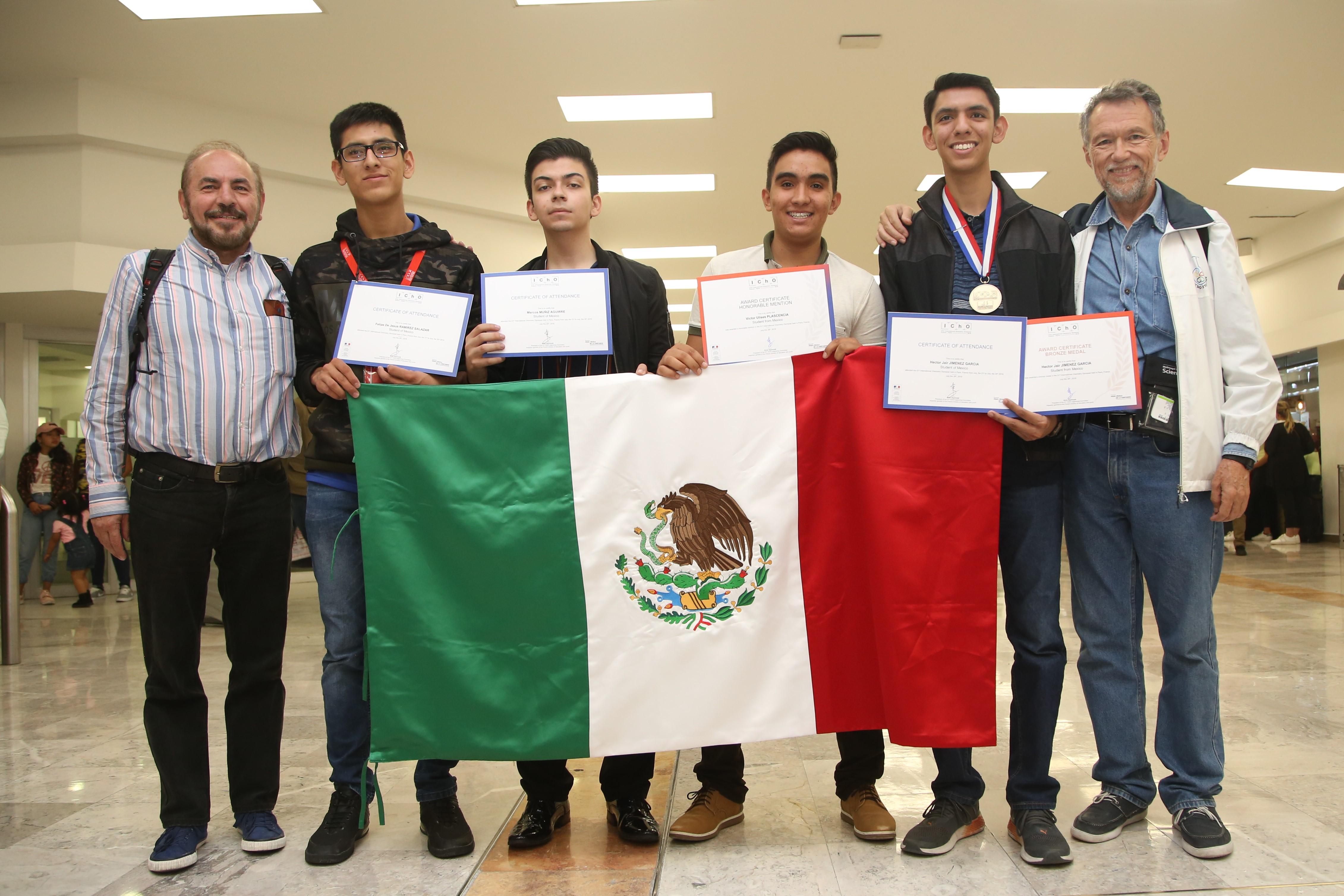 El equipo que representó a México en la 51ª Olimpiada Internacional de Química, que se realizó del 21 al 30 de julio de 2019 en París, Francia.